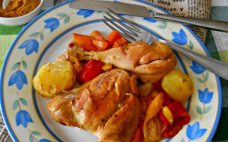 Pollo al curry con patate e peperoni