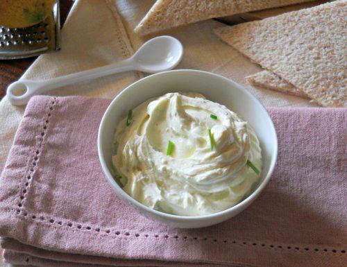 Crema per tartine con erba cipollina e limone