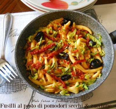 Fusilli freschi al pesto di pomodori e zucchine