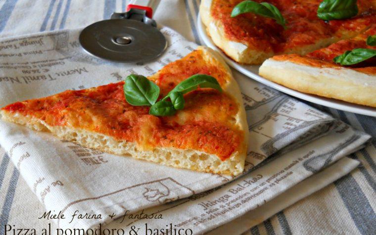 Pizza al pomodoro e basilico ricetta base