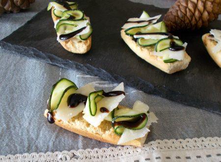 Crostini con carpaccio di zucchine grana e aceto balsamico