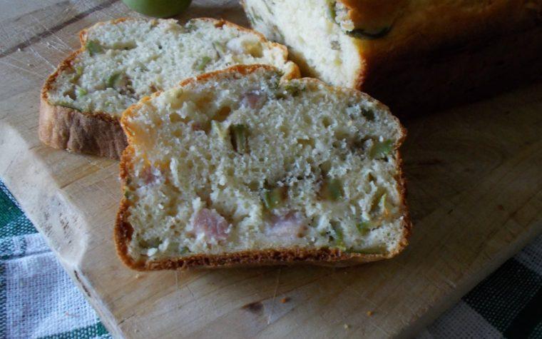 Plumcake salato con olive  e pancetta