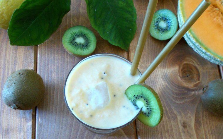 Frullato allo yogurt con melone e kiwi