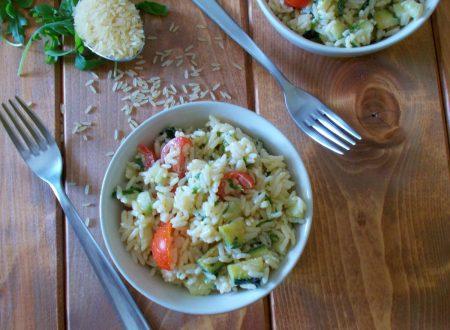 Insalata di riso con yogurt greco e verdure