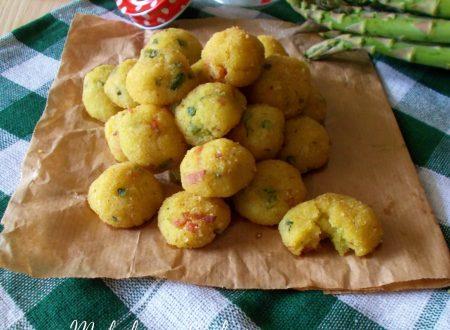 Polpette di pane e patate con asparagi