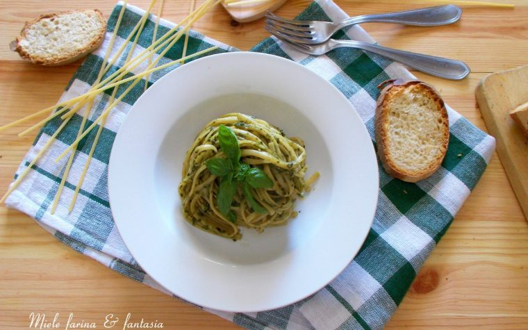 Linguine con pesto di basilico fatto in casa