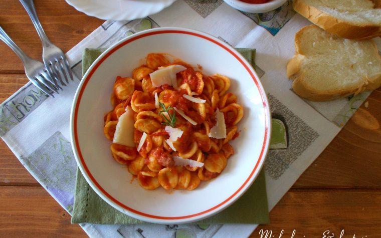 Orecchiette al pomodoro con pancetta e pecorino