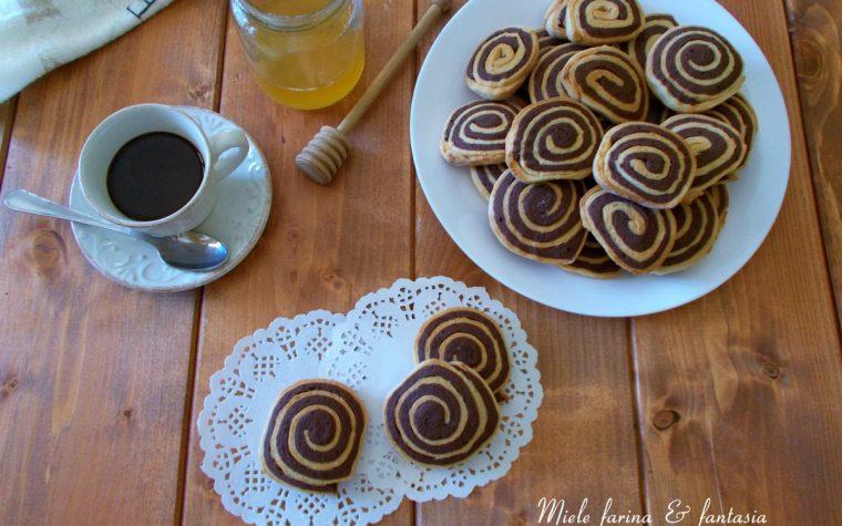 Biscotti bicolori senza uova