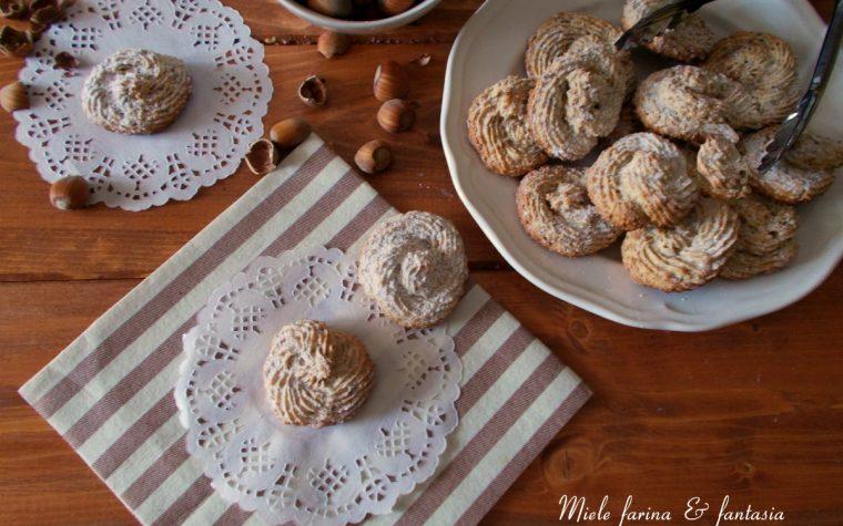 Biscottini da dessert alle nocciole con albumi