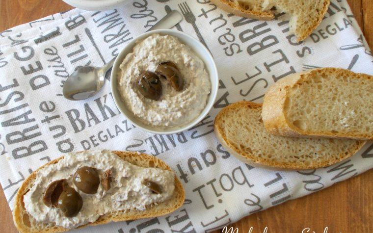 Crema di ricotta e olive conciate