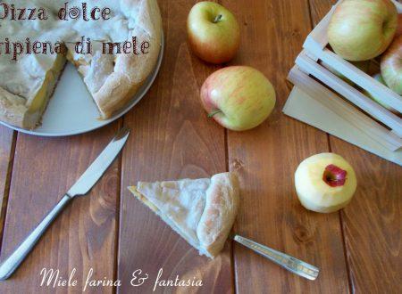 Pizza dolce ripiena di mele