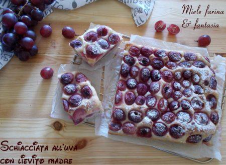 Schiacciata con l'uva a lievitazione naturale