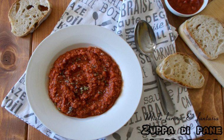 Zuppa saporita di pane e pomodori