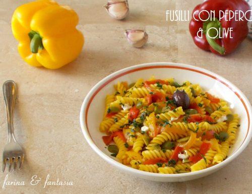 Fusilli con peperoni e olive