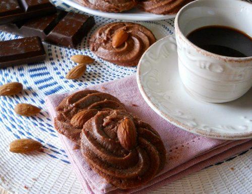 Biscotti da dessert al cioccolato senza uova e lievito