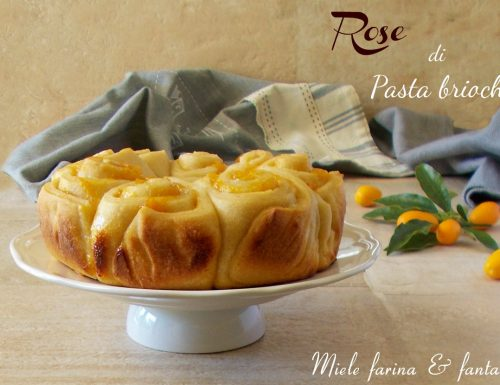 Rose di pasta brioche all'olio ripiene