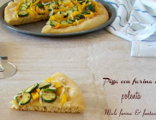 Pizza con farina di mais gialla per polenta