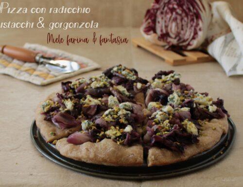 Pizza con radicchio pistacchi e gorgonzola