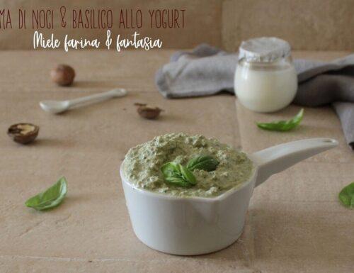 Salsa allo yogurt con noci e basilico