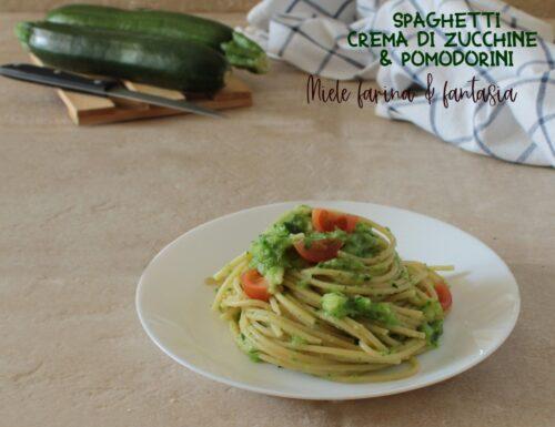 Spaghetti con crema di zucchine e pomodorini