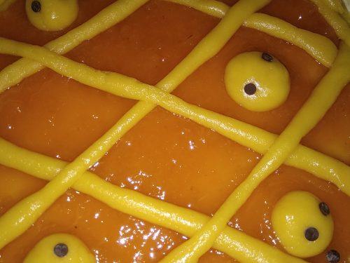 Crostata con marmellata di albicocche