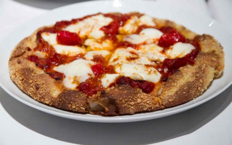 Pizza di Cracco a 16 euro