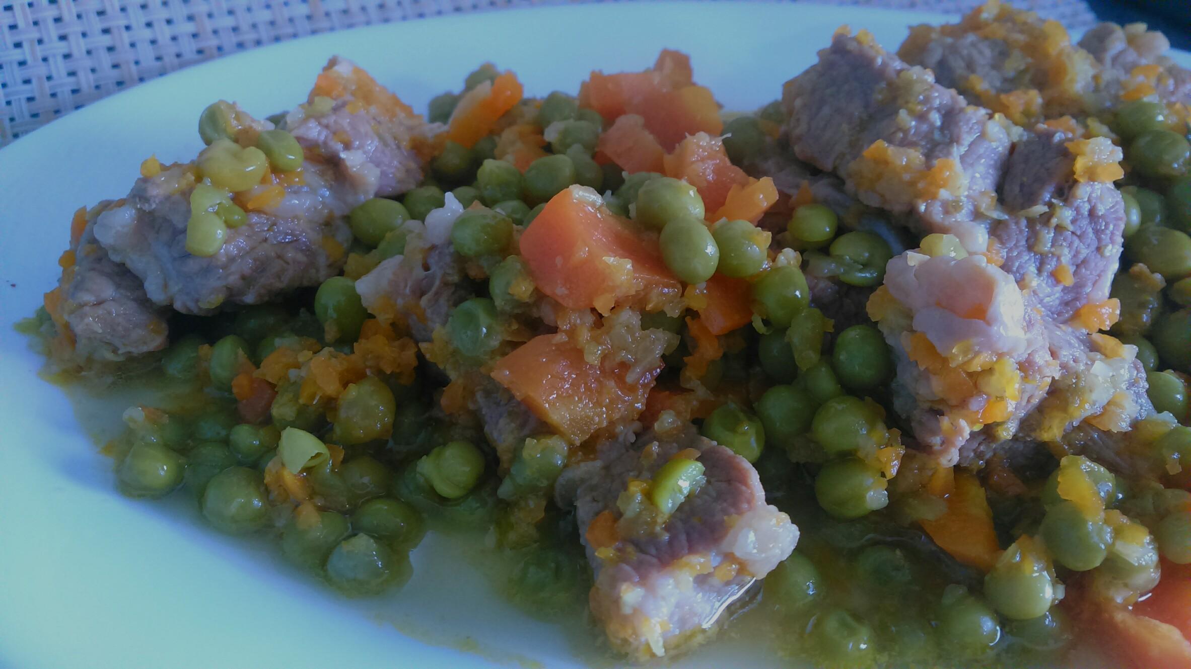Spezzatino con piselli e carote