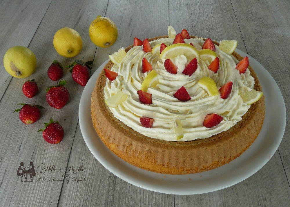 Crostata morbida farcita alla marmellata di fragole e lamponi, con crema diplomatica al limone