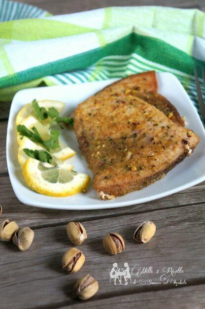 Pesce spada panato nel pistacchio