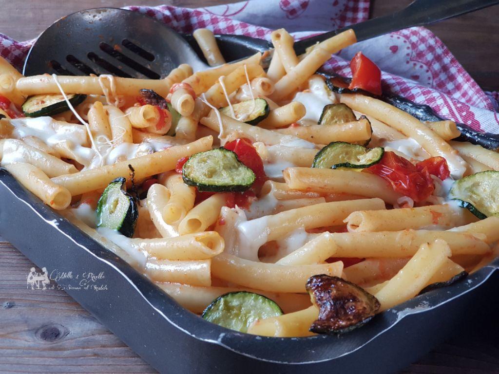 Ziti al forno con pomodoro zucchine e straciatella