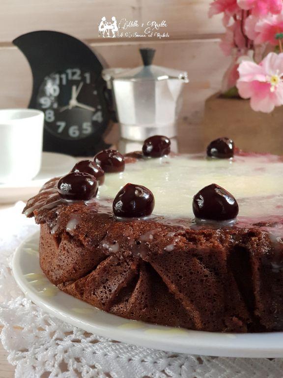 Cioccolato e amarene torta in 15 minuti