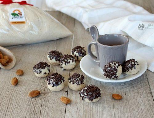 Palline di mandorle al doppio cioccolato