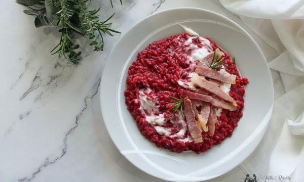 Risotto fucsia barbabietola yogurt greco e speck