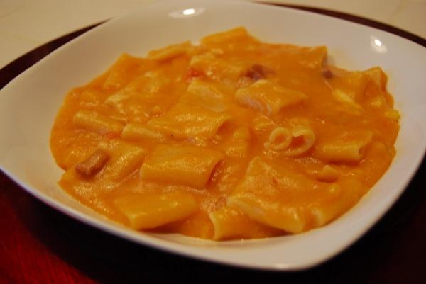 In queste fredde giornate d\u0027 inverno nulla è più piacevole di una minestra  o un piatto ricco e gustoso come la Pasta, Patate e Provola cucinata con il