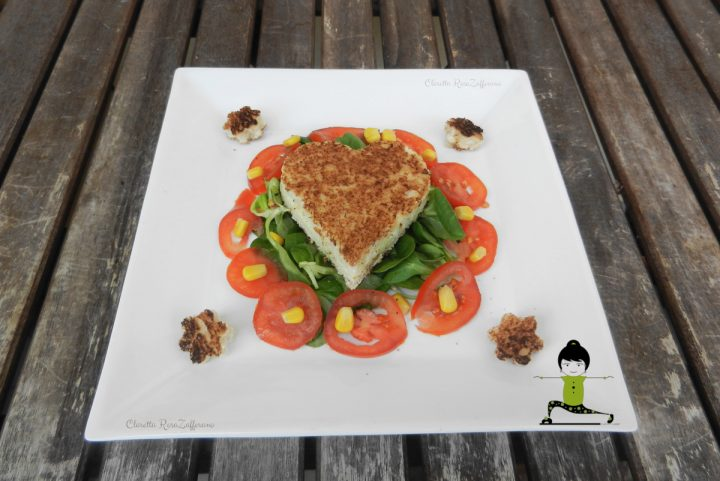 Toast in padella con insalata mista