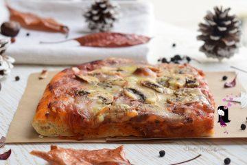 Pizza alta con i funghi