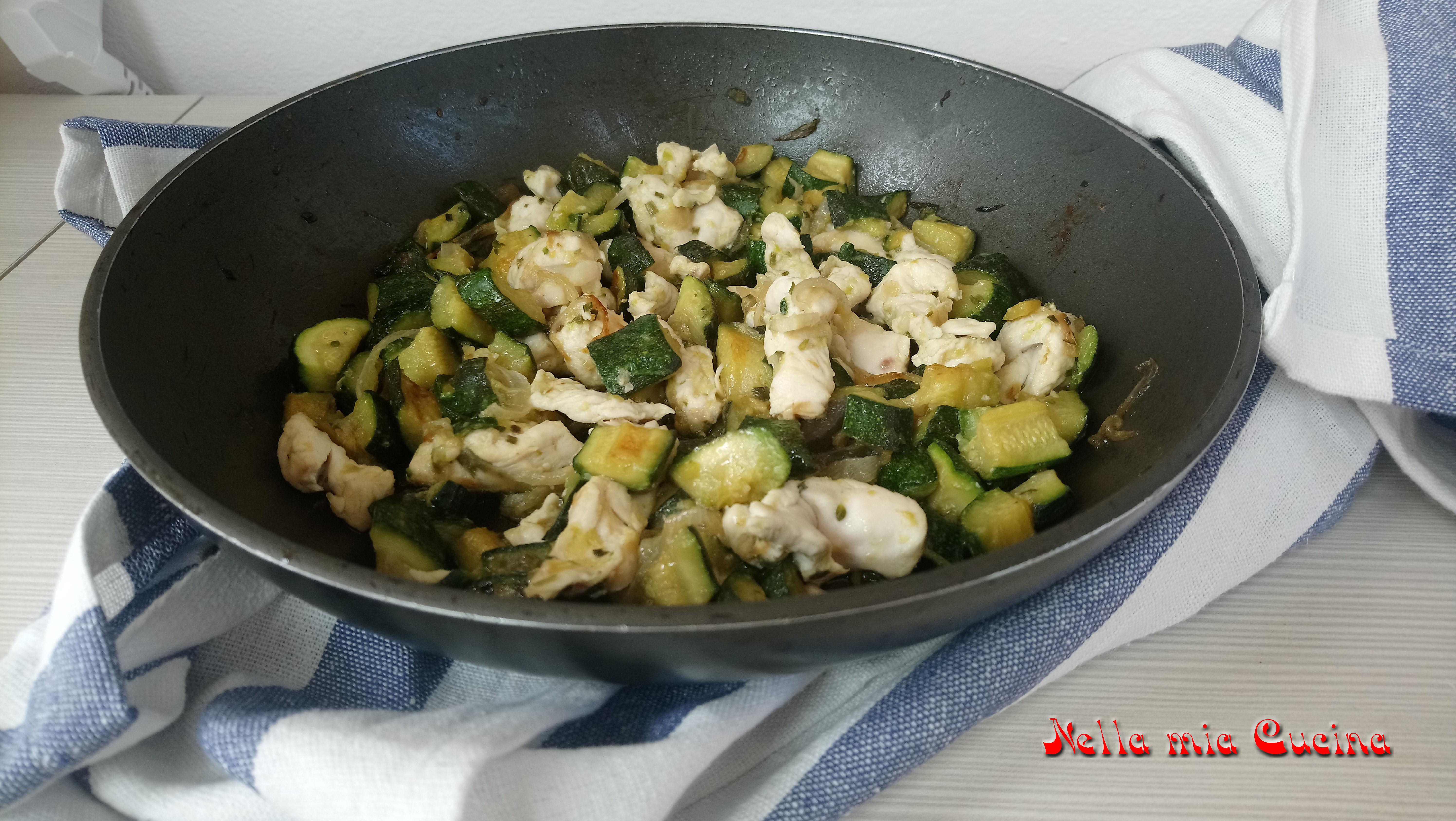 Straccetti di pollo e zucchine all'aceto balsamico