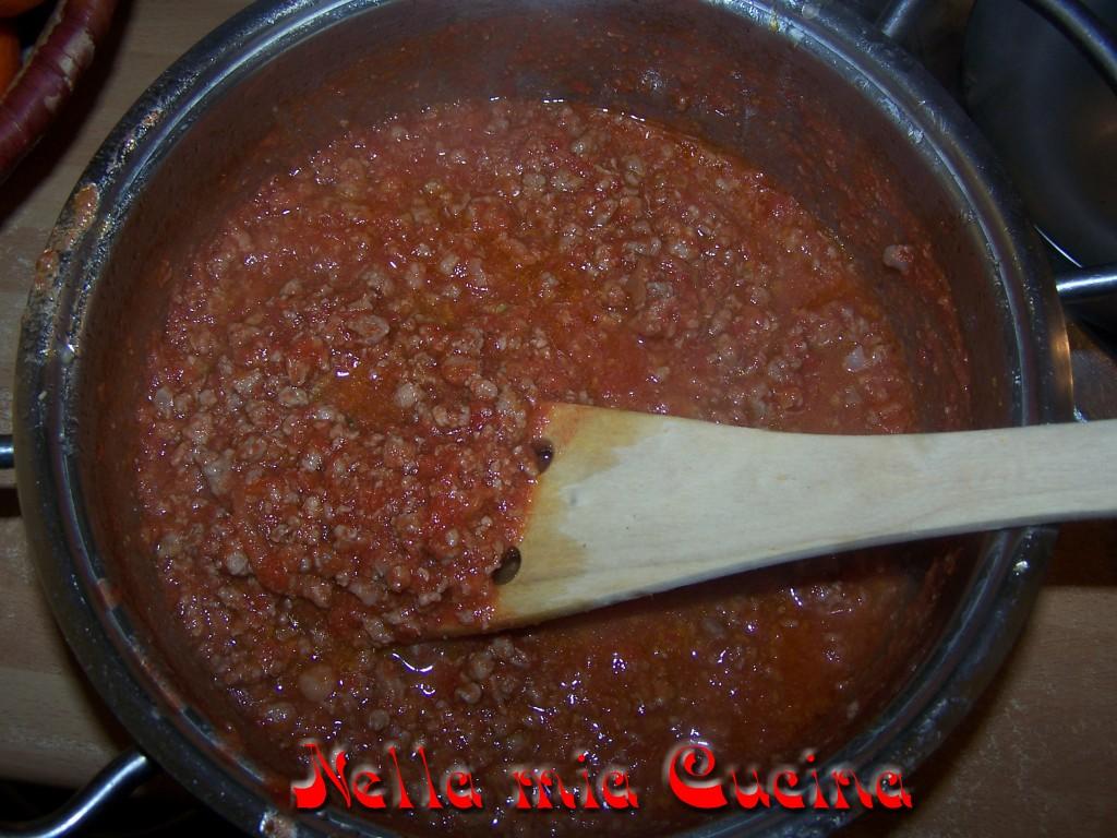 dopo poco più di 30 minuti il sugo è pronto .. aggiustare di sale !