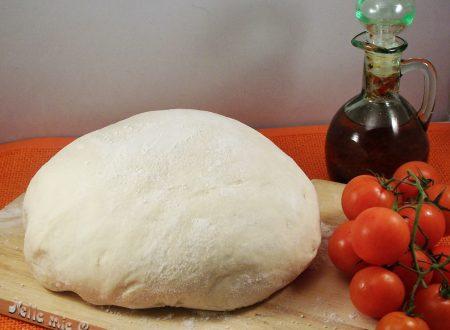 Impasto base per pizza con lievito naturale