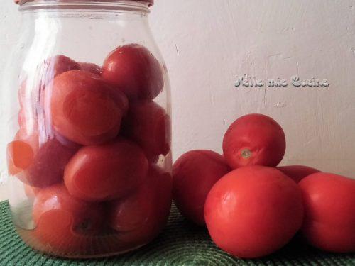 Pomodori conservati al naturale