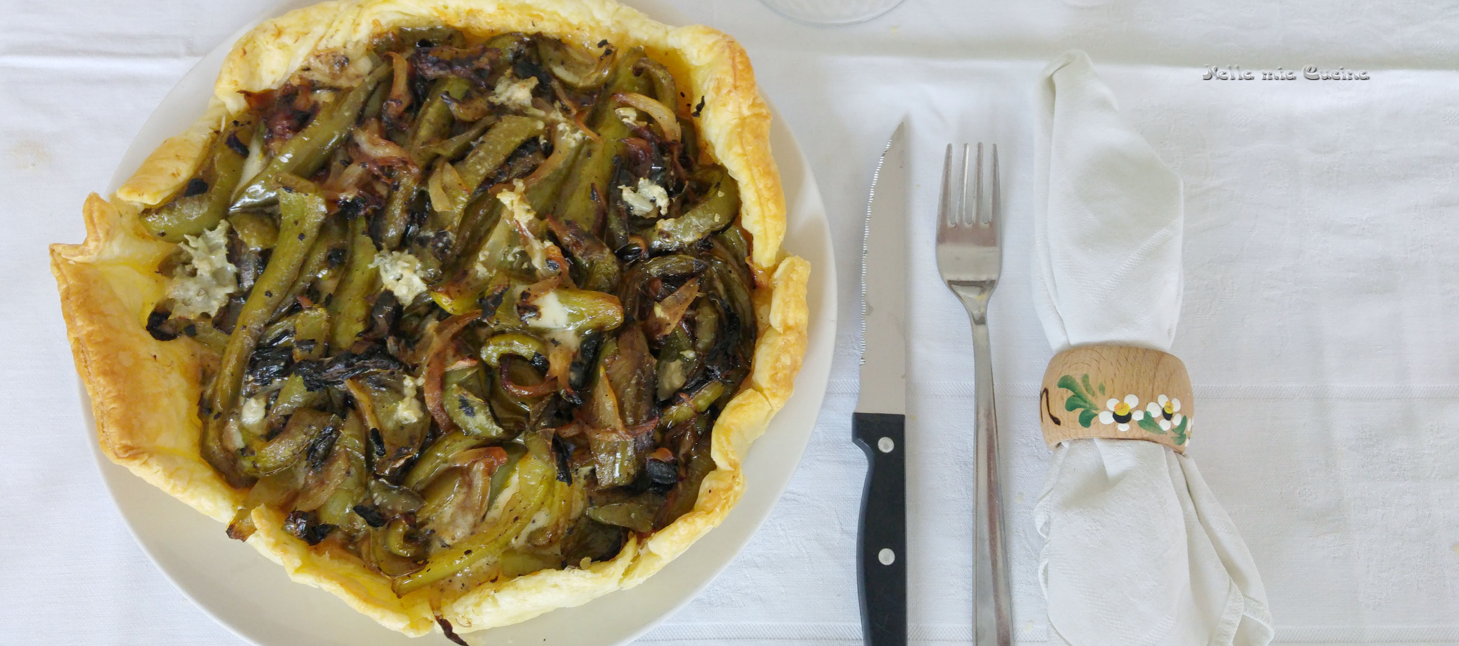 Torta salata con doppio strato di gorgonzola e peperoni