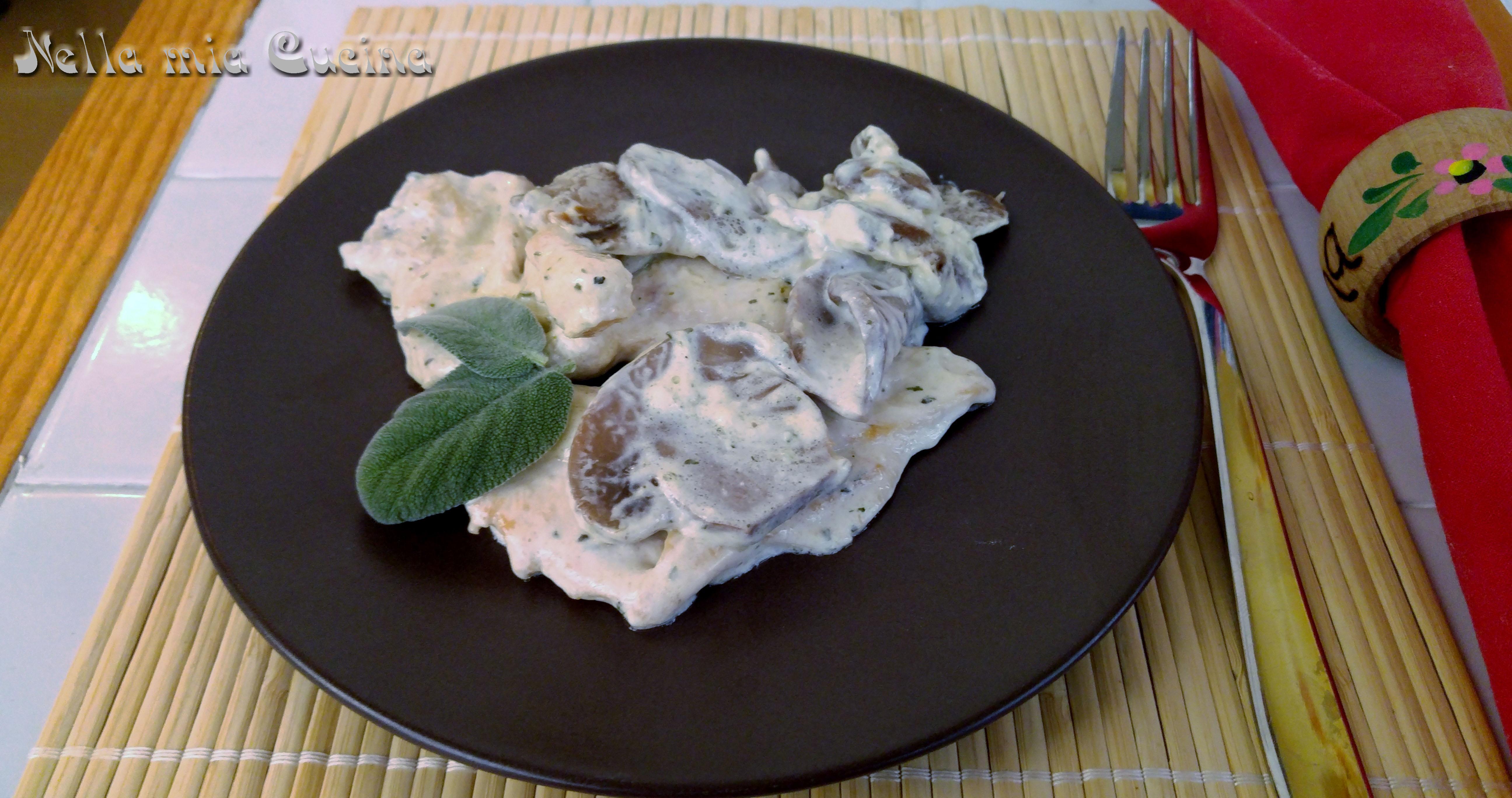 Fettine di pollo con  panna e funghi