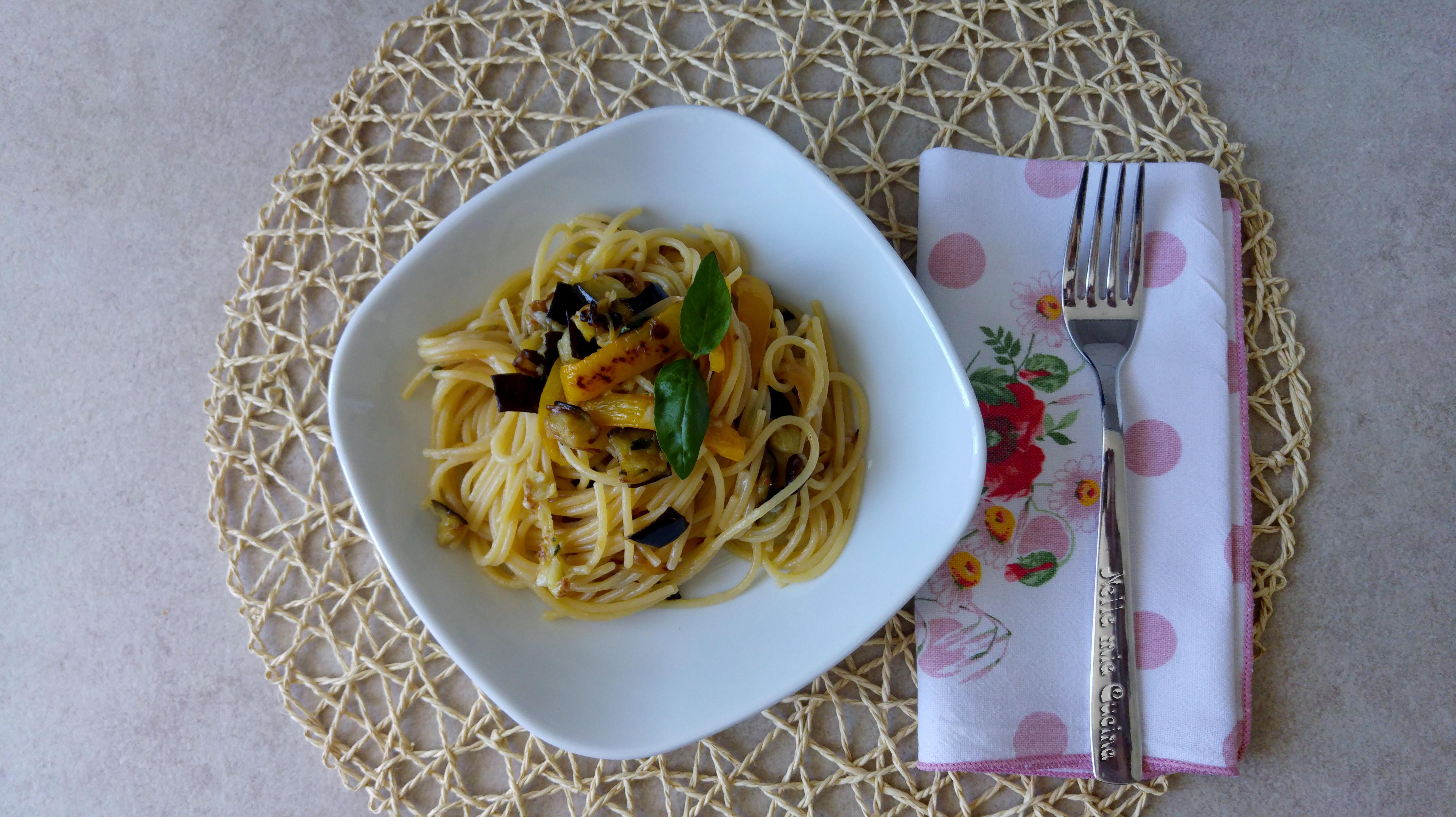 Spaghetti con verdure fritte  e arrostite