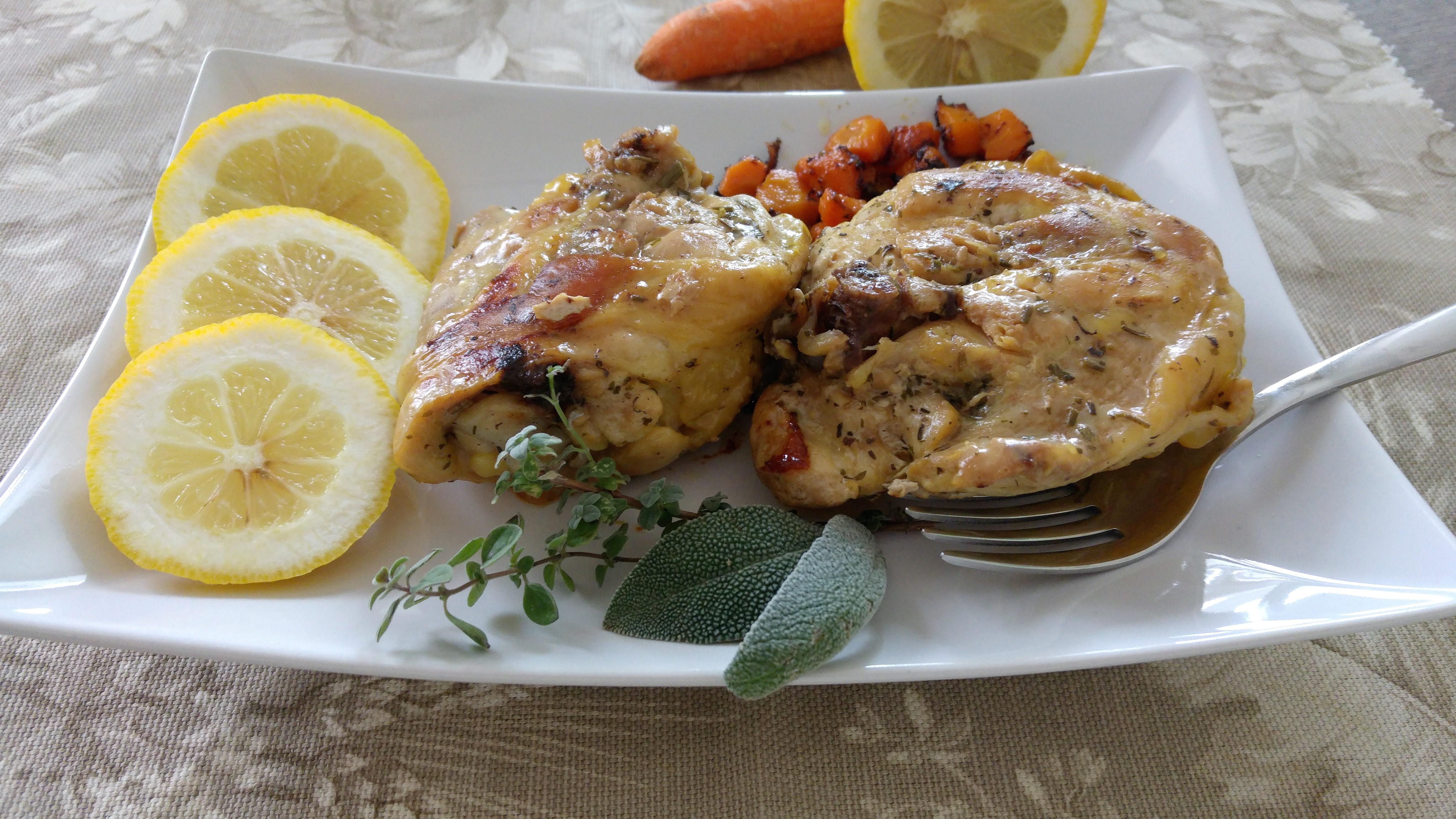 Pollo al limone cucinato in pentola