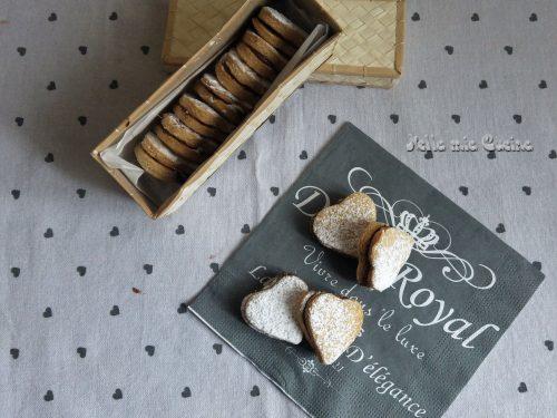 Biscotti cuoricino con crema alle nocciole