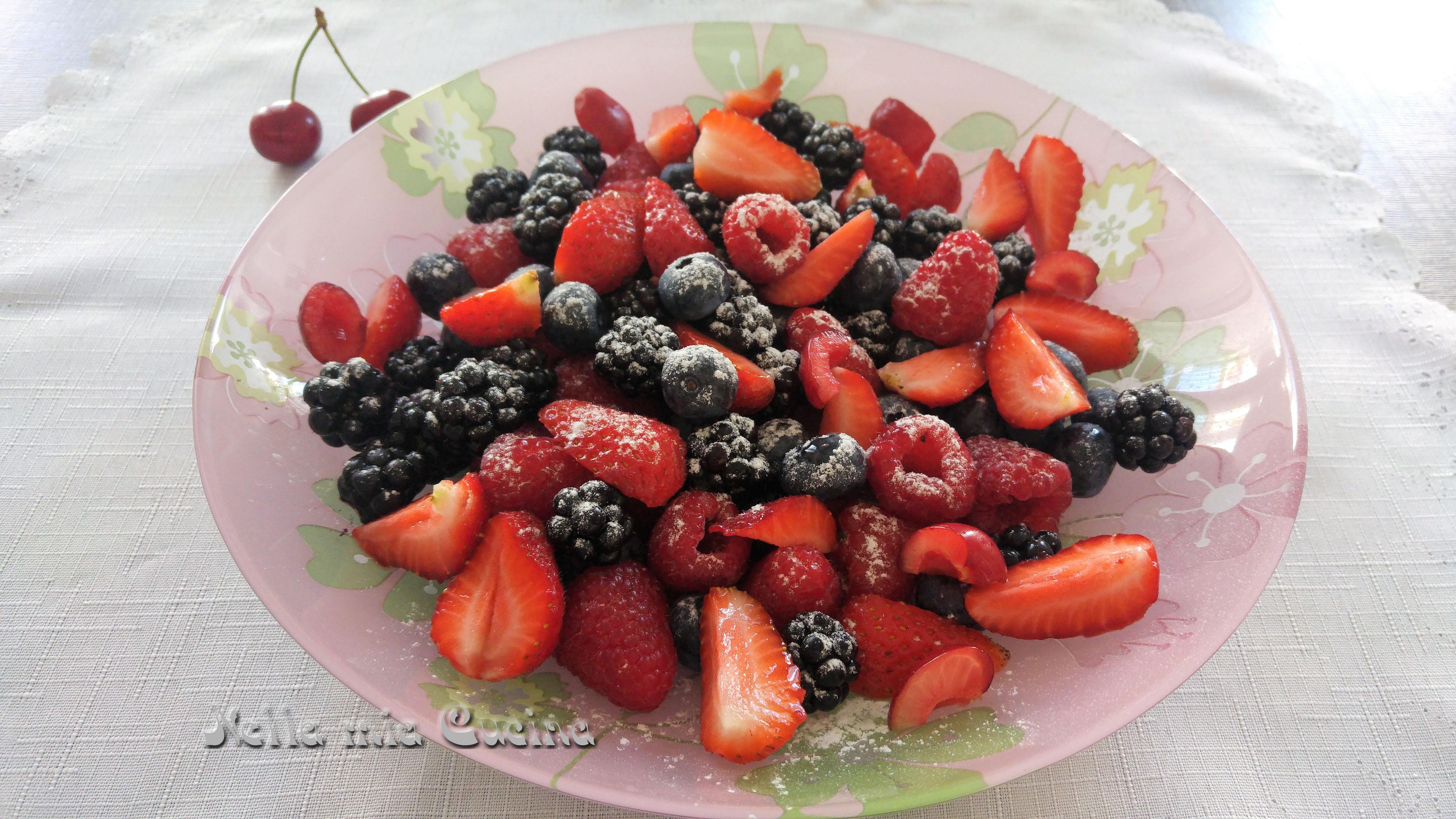 Macedonia di Frutti di Bosco e Ciliegie