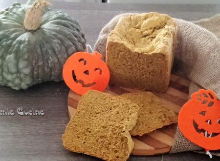 Pane integrale alla zucca nella macchina del pane