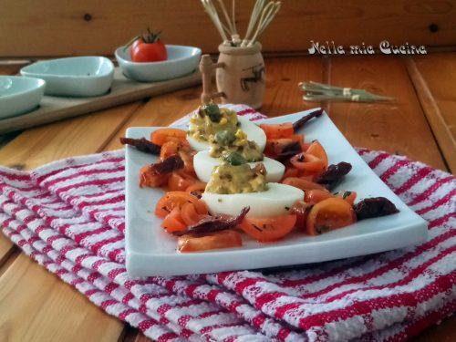 Uova farcite con capperi e pomodoro secco