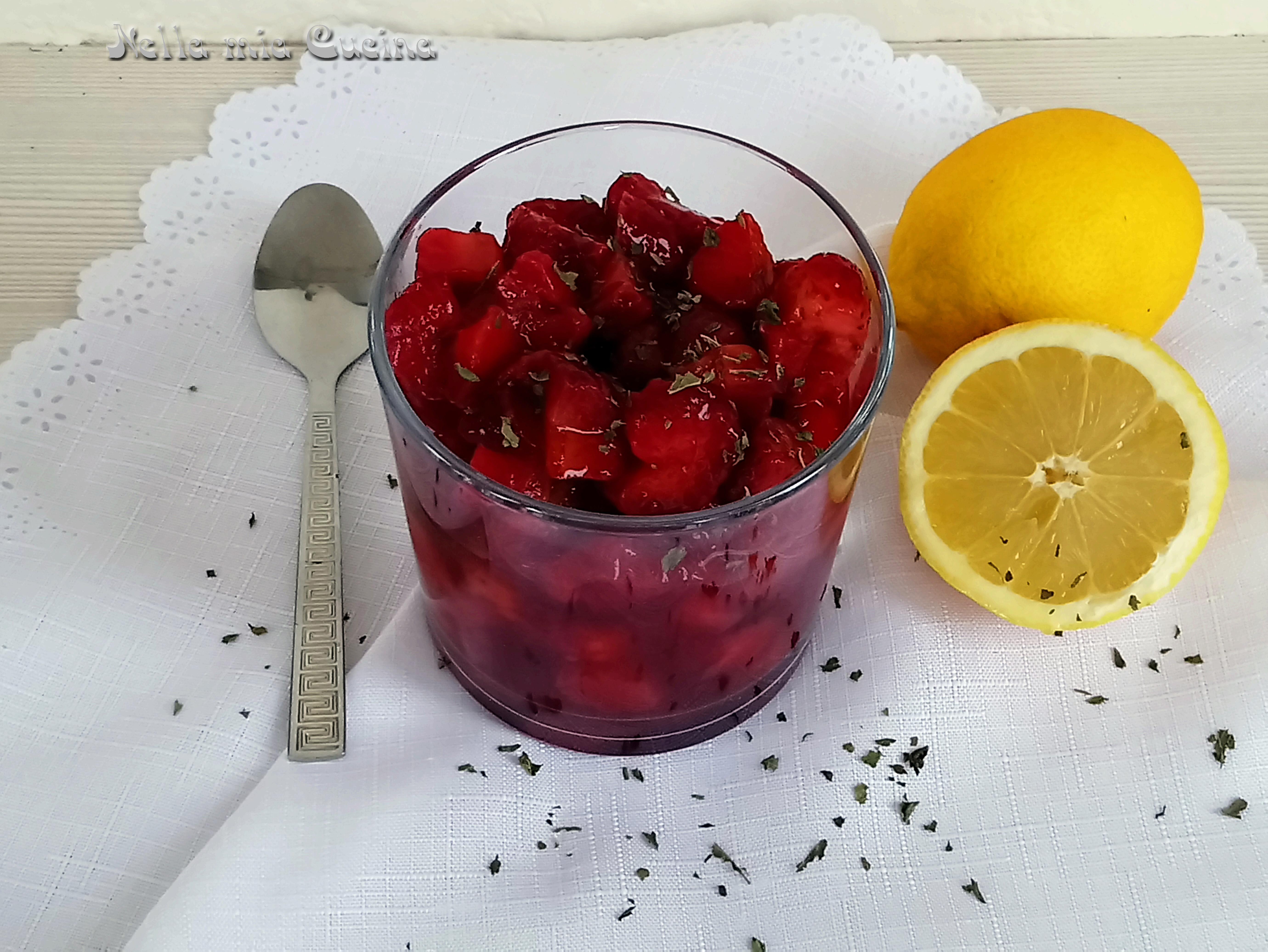 Macedonia di fragole con limone e menta