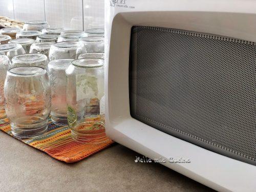 Sterilizzazione dei vasetti in vetro nel microonde